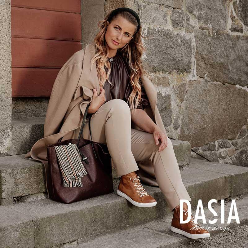 Dasia June Multi White Vita chunky sneakers med gulddetalj